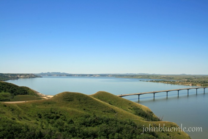 Lake Sakakawea; New Town; Four Bears bridge; ND geology;